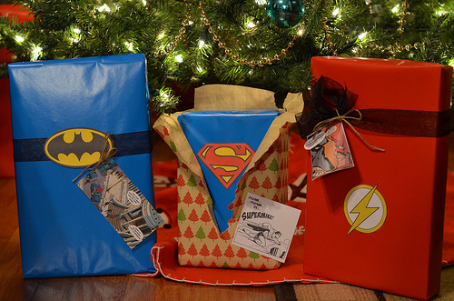 DIY wrapping paper for kids Superheroes